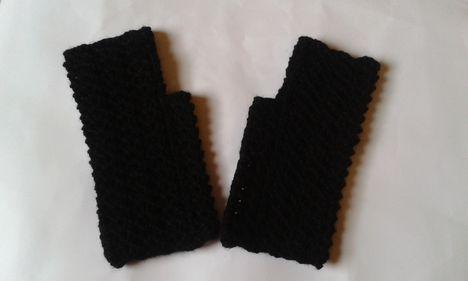 Horgolt fekete kesztyű
