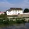 Mosoni-Duna folyó a régi Allisdorfer malom épületével, 2015. május 25.-én