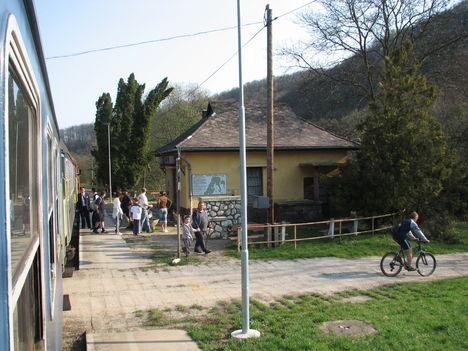 Porva-Csesznek vasúti megállóhely