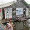 Úszó faluban az Amazonason...