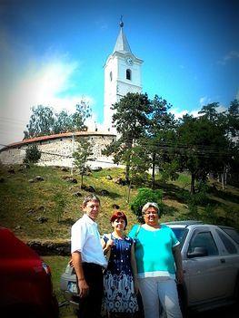 Nagyboldogasszony templom előtt
