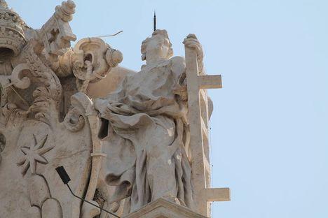 Szent Lőrinc Bernini Colonnádján