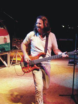 Göme-Bass gitár