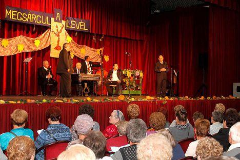 2015.okt.16. Szólt  a nóta az Örökifjak köszöntésére, az újpesti Ady E Művházban.