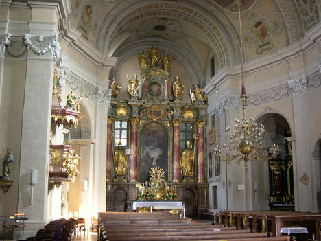 LÉKA templom belső