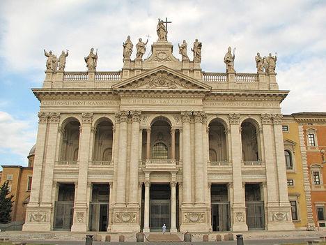 A lateráni bazilika Róma püspökének címtemploma