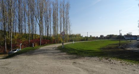 A Mosoni-Duna bal partján árvízvédelmi töltés épült Mecsér község belterületi szakaszán, 2015. október 27.-én