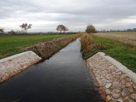 Örömkőlaposi csatorna a felső vízkivételi zsilipjénél 2015.november 10.-én