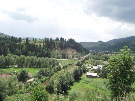 Gyimesbükk Rákóczi várromból kilátás Moldova felé