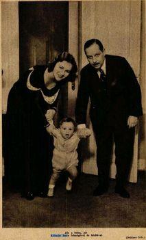 Kálmán Imre és felesége fiukkal Charlessal (1930)