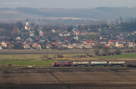 Nohab M61 010 - A Király most három tartállyal vonatozott Győrből Várpalotára (fotó Vörös Attila, iho.hu)
