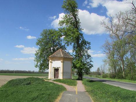 HÉDERVÁR A Peregrinus kápolna a település határában