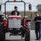 Renner Tamás főkonstruktőr, műszaki igazgató - a Renner 5044 típusú, fejlesztés alatt álló 50 lóerős, összkerékhajtású mezőgazdasági erőgép prototípusával Jánoshalmán 2016. április 14-én (MTI fotó, Ujvári Sándor)