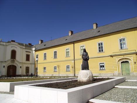 Szent Erzsébet szobr