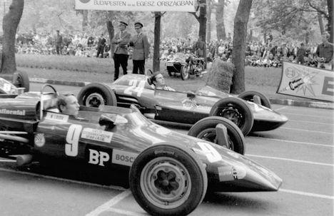 Formula Vee autóverseny. A 9-es rajtszámú Kaimann Mk IV típusú versenyautóban Niki Lauda, Népliget - fotó 1969 , Urbán Tamás (fortepan.hu)