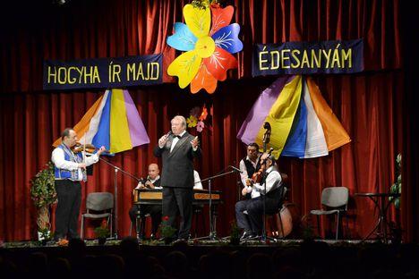 2016.máj.22. Vidám hangulatú, színvonalas Nótaműsor  az újpesti Ady E művházban.