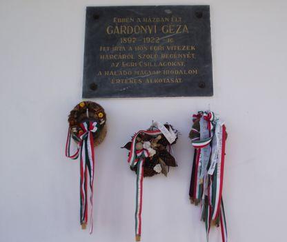 GÁERDonyi Géza házáán az  EMLÉKTÁBLA