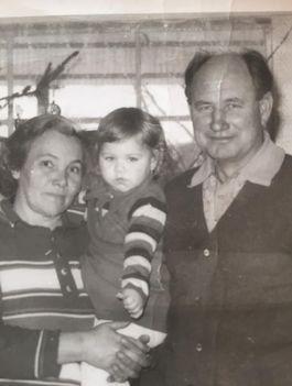 +Juliska néni, +Gyula bácsi Szabinával
