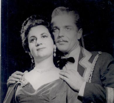 BÁRDOS ANNA  a Viktória c. operettben Tomanek Nándorral