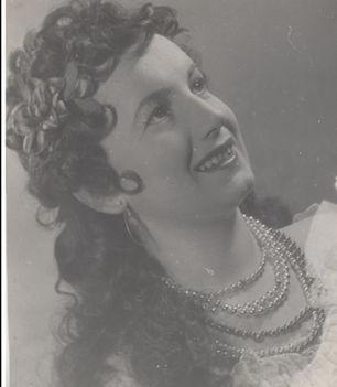 BÁRDOS ANNA  Saffi a Cigánybáróban