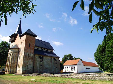 1. BOLDVA Református templom és Bencés kolostor falmaradványai