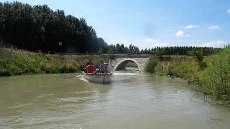 Mosoni-Duna, a Libafarmi holtág rávezető csatornája, Feketeerdő 2016. július 17.-én 2