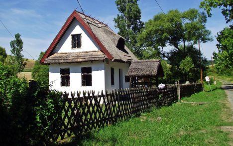 Gömörszőllős nádfedeles ház