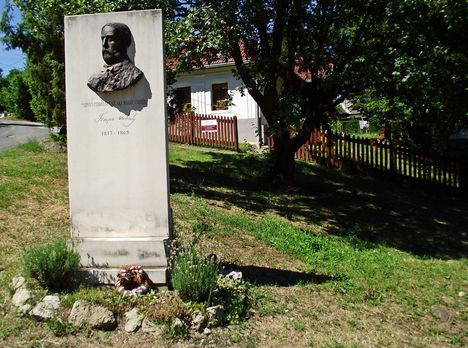 Gömörszőlős Tompa Mihály emlékmű