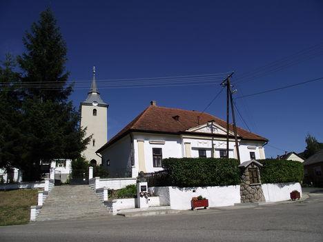 Kelemér Református templom és Tompa Mihály-emlékmű