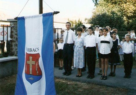 Zászlófelvonás falunapkor