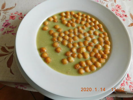 Brokkoli krémleves leves gyönggyel