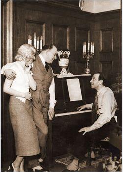 Bársony Rózsi (balról jobbra),Dénes Oszkár színészek és Ábrahám Pál zeneszerző a Bál a Savoyban-t gyakorolják