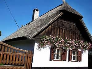 Az a nádfedeles kicsi ház: Dáma Lovag Erdős Anna