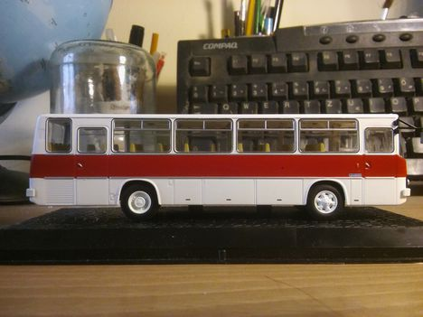 Ikarus 256 modell 1:72