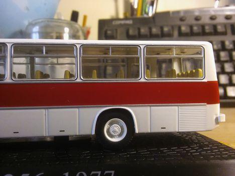 Jól kidolgozott hátsó kerék ikarus 256 modell 1:72