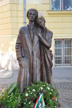 1944. 11. 09.35 éves korában agyonlőtték Radnóti Miklós költőt.
