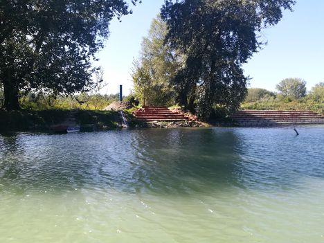 Az Ásványrárói kajak-kenu kiemelő a Halrekesztői vízszintszabályozó műtárgy felvízi oldalán, Ásványráró 2019.09.18.-án