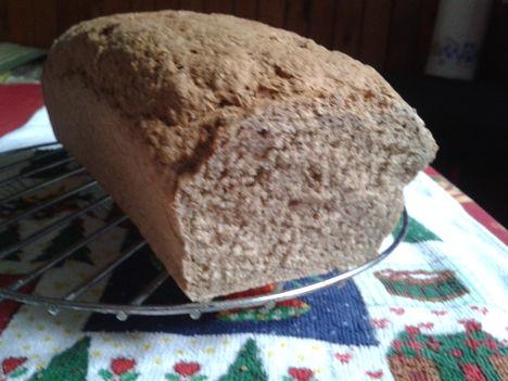 Teljes kiőrlésű búzaliszt- rozsliszt- búzakorpakeverékből készült a kenyér