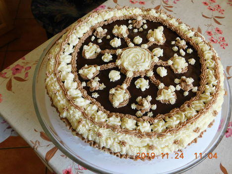 A Nejem névnapi tortája.