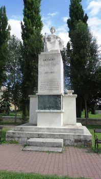 Mosonmagyaróvár I. világháború emlékmű a Pozsonyi úton, [szobrász: Kallós Ede, 1938;  1