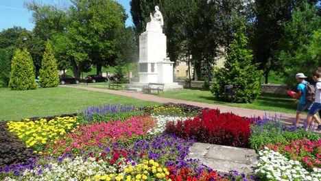 Mosonmagyaróvár I. világháború emlékmű a Pozsonyi úton, [szobrász: Kallós Ede, 1938;  2