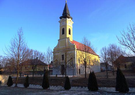 Hédervár, Szent Mihály templom és a plébánia épülete, 2017. január 11.-én