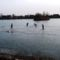 Befagyott a Báger tó a gyerekek nagy örömére, Mosonmagyaróvár 2017. január 23.-án 1