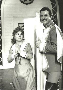 Oszvald Marika és Virágh József a Nebáncsvirág c. operettben