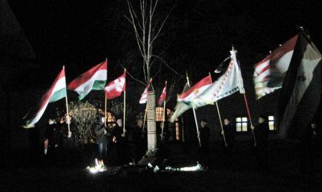 Zászlók az éjben