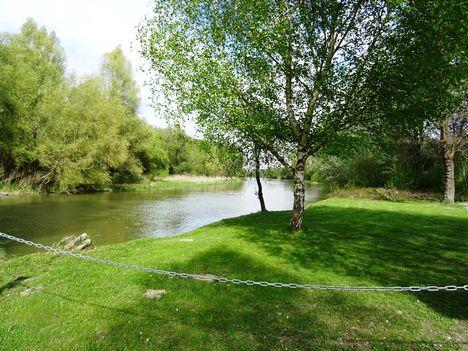 Mosoni-Duna folyó a Cvika Camping melletti szakaszon, Kimle 2017. április 11.-én 1