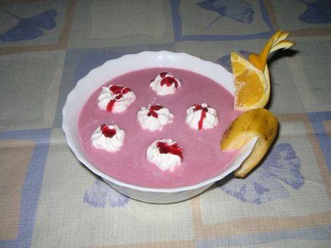 Gyümölcsleves tejszínhabbal