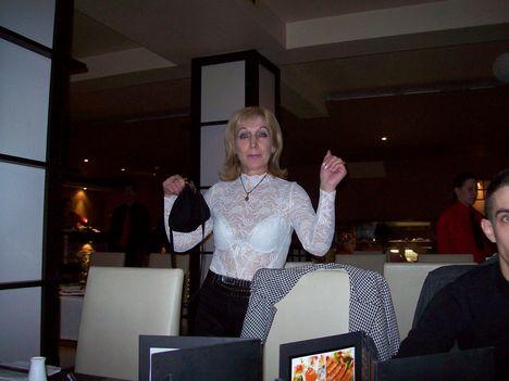 Mary a Japán étteremben