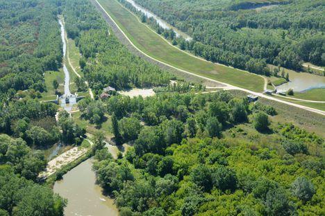 A Mosoni-Duna felső szakasza légi felvételen, Rajka 2017. május 11.-én