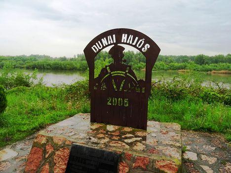 Dunaremete, Duna folyam főmeder jobb partján lévő emlékmű, Dunaremete 2017. május 05.-én